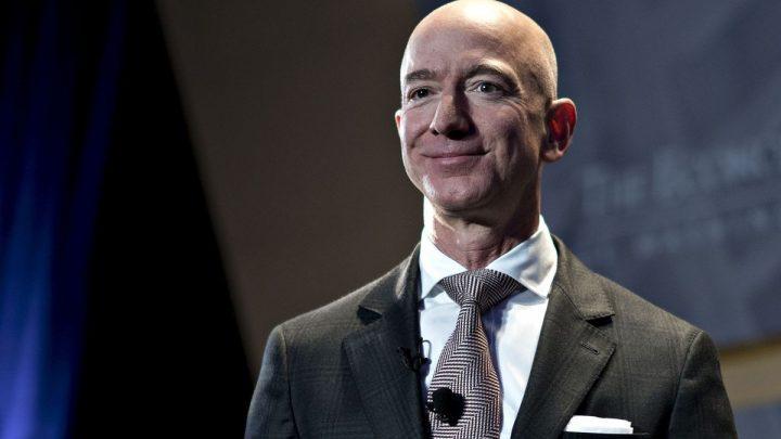 CEO Amazon Jeff Bezos bán ra hàng tỷ USD cổ phiếu