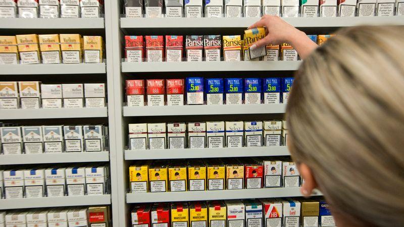 Đối với thuốc lá sản xuất trong nước, doanh nghiệp cần có giấy phép sản xuất thuốc lá.