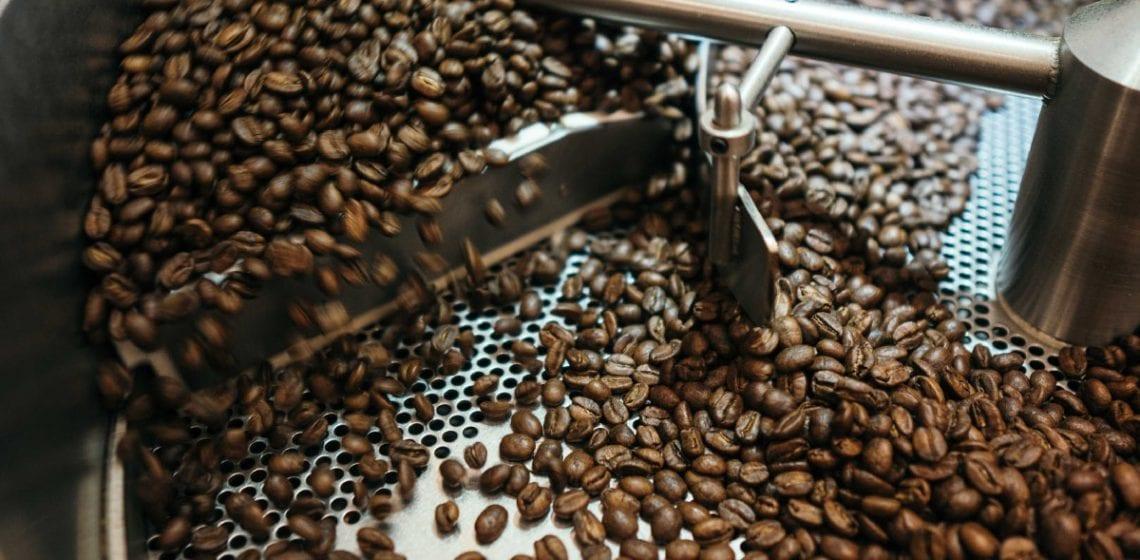 Brazil canh tác cả hai loại cà phê chính là Arabica và Robusta. T