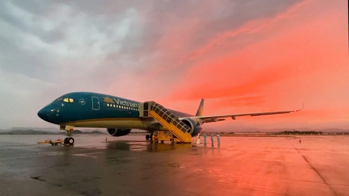Doanh thu giảm mạnh khiến cho cổ phiếu của Vietnam Airlines có thể bị huỷ niêm yết