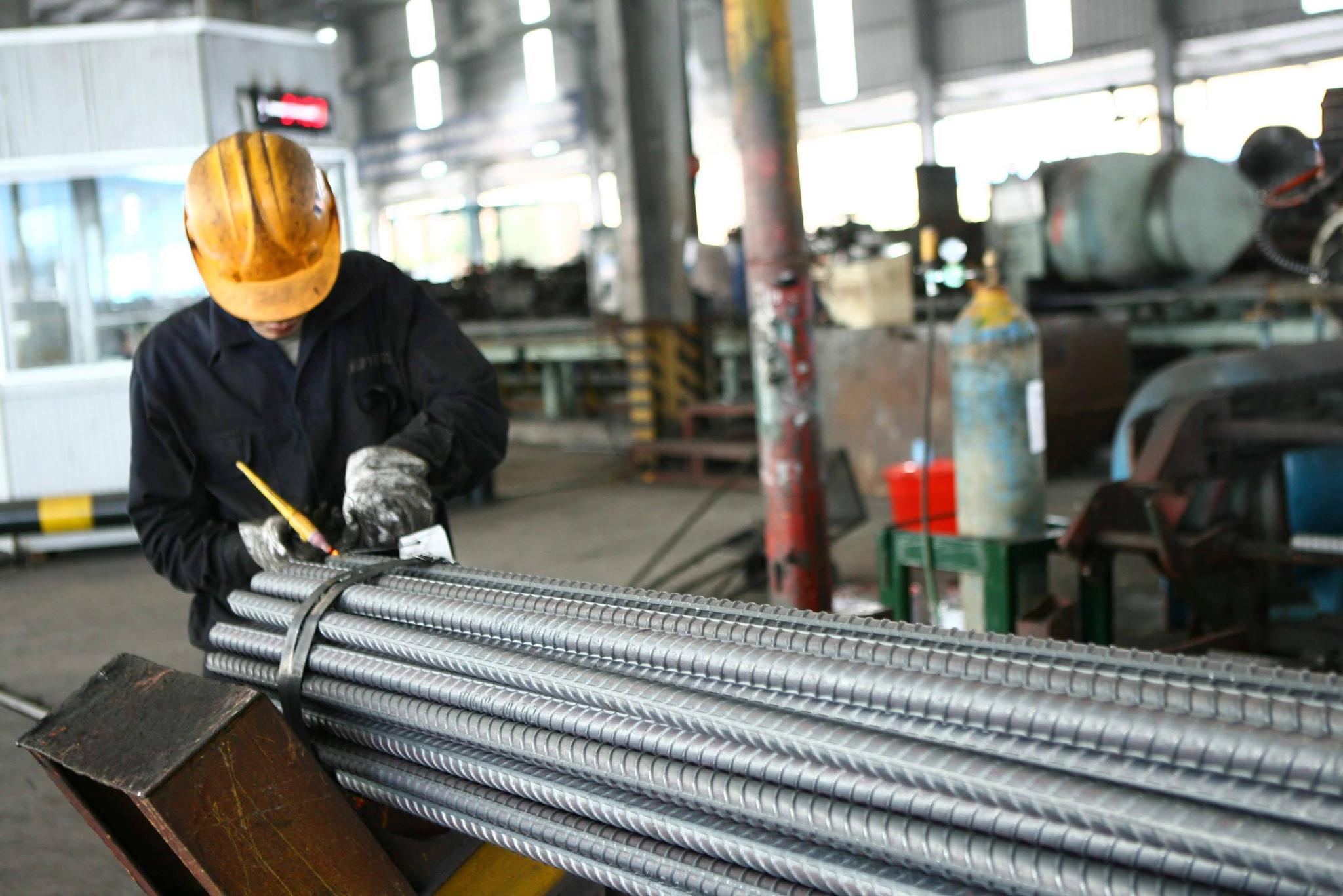 Các nhà thầu xây dựng điêu đứng vì giá thép tăng quá nhanh