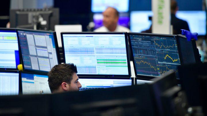Giới đầu tư chờ đợi những tín hiệu tích cực trong tuần mới