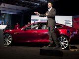 Elon Musk giới thiệu về hãng xe điện Tesla của mình