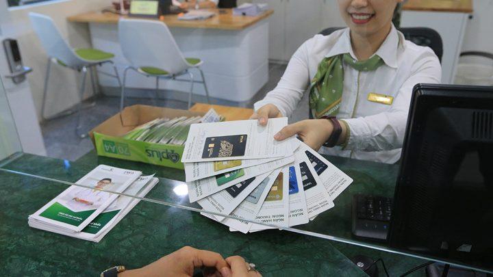 Các ngân hàng chạy chỉ tiêu ép khách mua bảo hiểm  khi cấp tín dụng