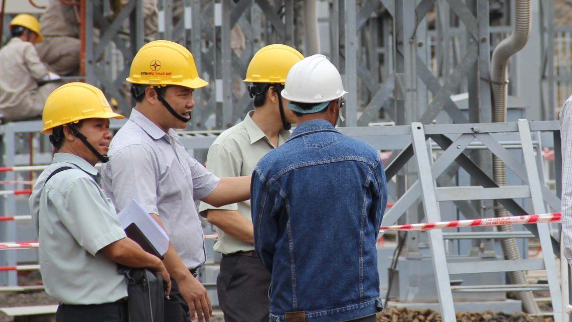 Làm gì để lao động trong khu phi chính thức có bảo hiểm tai nạn?