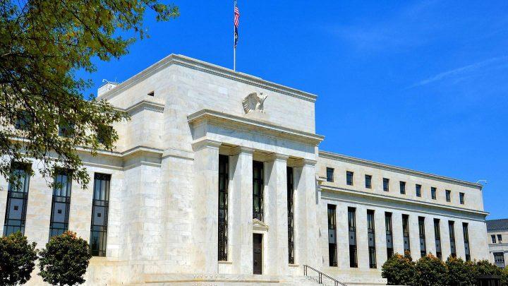 Nhà đầu tư toàn cầu chờ đợi quyết định của Fed