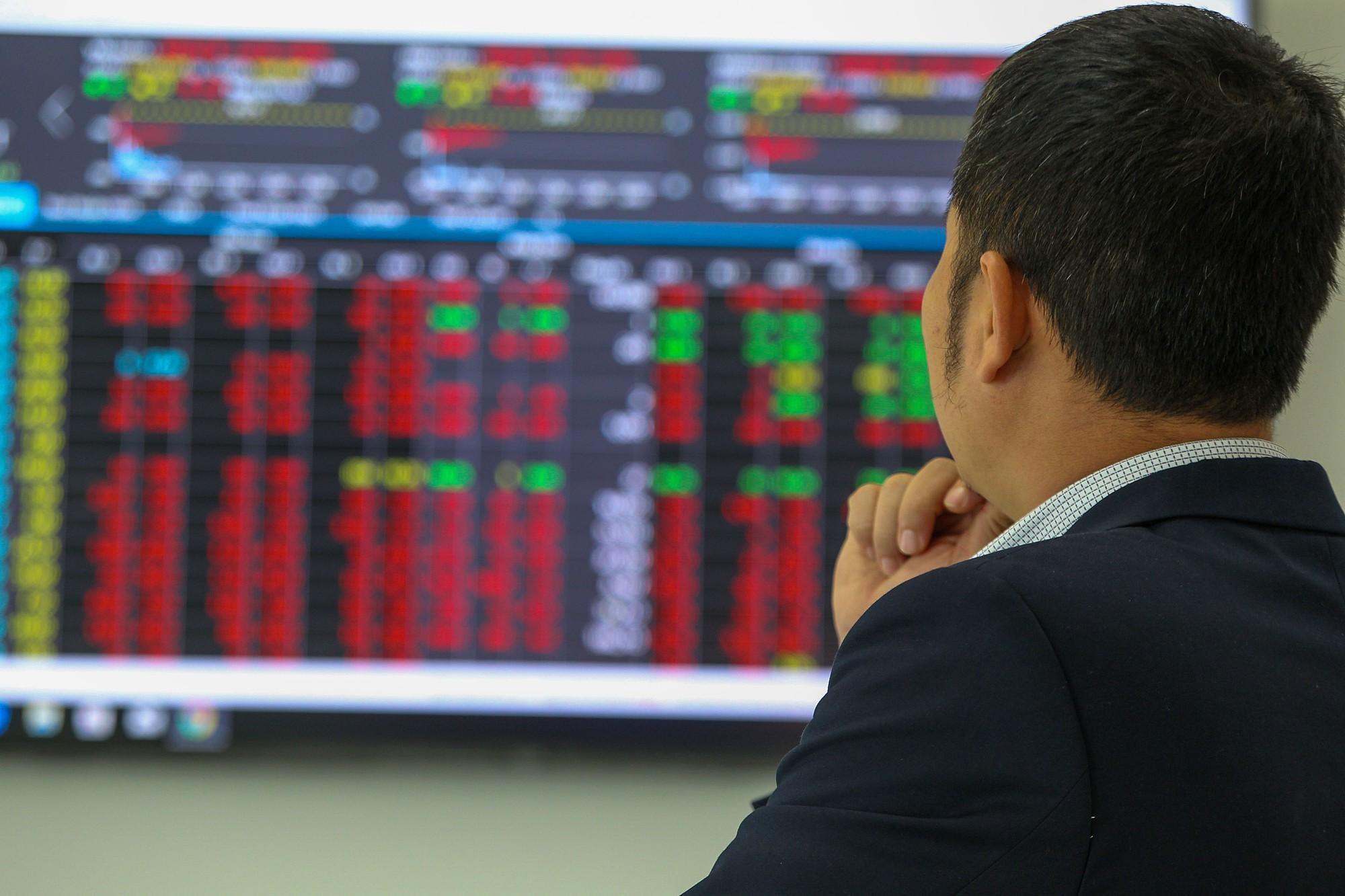 Thị trường chứng khoán không phải là để cho những suy nghĩ áp đặt